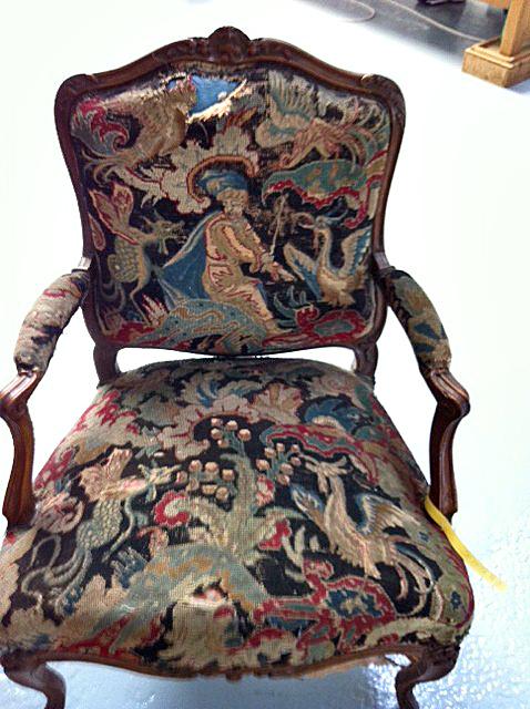 Restauration d'un fauteuil en tapisserie