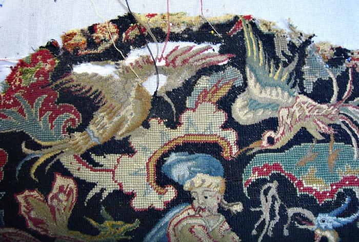 Détail d'un siège en tapisserie en cours de restauration